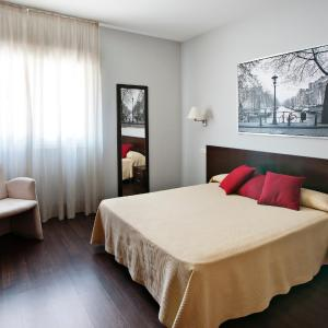 Hotel Pictures: Hostal T4, Paracuellos de Jarama