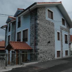 Hotel Pictures: Apartamentos Torremar, Isla