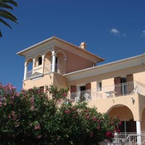 Hotel Pictures: Hôtel Reine D'Azur, Roquebrune-Cap-Martin