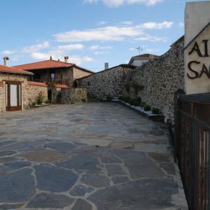 Hotel Pictures: Apartamentos Aira Sacra, Vilamelle