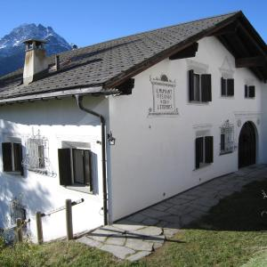 Hotel Pictures: Chasa Diala, Scuol
