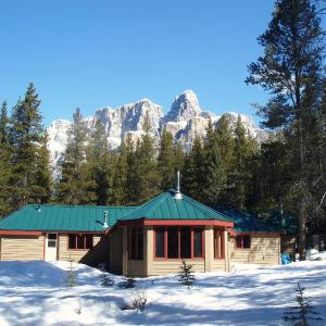 Hotel Pictures: HI-Castle Mountain Hostel, Castle Junction