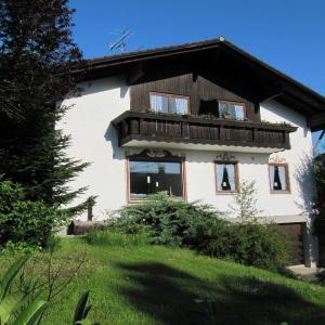 Hotel Pictures: Gästehaus Embacher, Bad Feilnbach