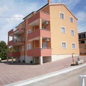 Hotel Pictures: Apartments Lucic, Brodarica