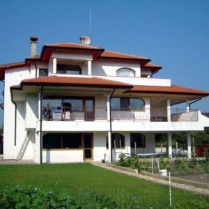 Hotel Pictures: The White Guest House, Kranevo