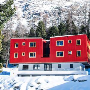 Hotel Pictures: Al Vadret Swisslodge, Pontresina