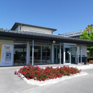 Hotel Pictures: Premiere Classe Avignon Parc Des Expositions, Montfavet