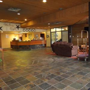 Hotel Pictures: Walking Eagle Inn & Lodge, Rocky Mountain House