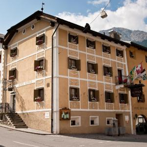 Hotel Pictures: Hotel Alpina, Sta Maria Val Müstair