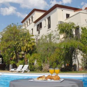 Hotel Pictures: Hotel El Castell, Sant Boi del Llobregat