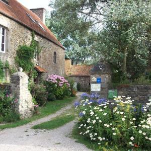 Hotel Pictures: Le p'tit hameau de Sey, Quettehou