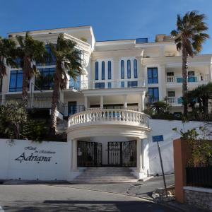 Hotel Pictures: Adonis Carry le Rouet - Adriana, Carry-le-Rouet
