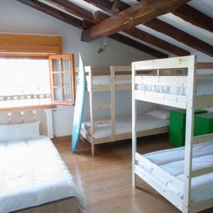 Hotel Pictures: Moana Surf Hostel, Sopelana