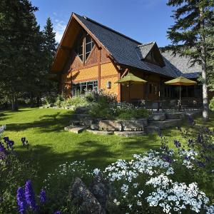 Hotel Pictures: Buffalo Mountain Lodge, Banff