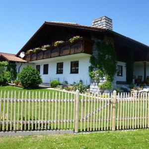 Hotelbilleder: Gästehaus Fischer, Eschlkam