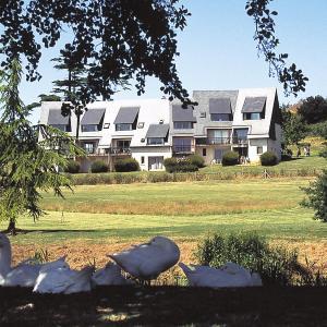 Hotel Pictures: Lagrange Vacances Les Hauts de Clairvallon, Houlgate