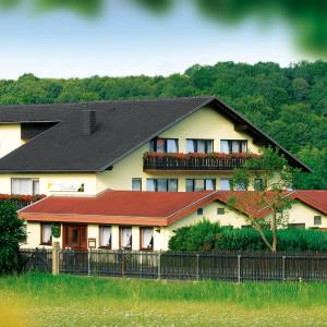Hotel Pictures: Saaletal Pension & Ferienwohnungen, Bad Bocklet