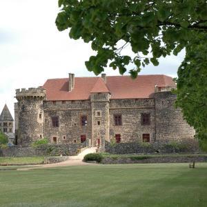 Hotel Pictures: Château Royal de Saint Saturnin - Les Collectionneurs, Saint-Saturnin