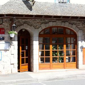 Hotel Pictures: Hotel Restaurant des Deux Vallées, Entraygues-sur-Truyère