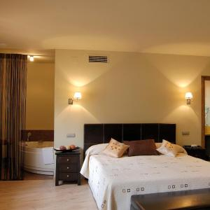 Hotel Pictures: Casa Rural La Botica, Oropesa
