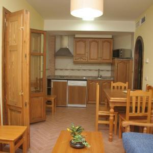 Hotel Pictures: Apartamentos Cañones de Guara y Formiga, Panzano