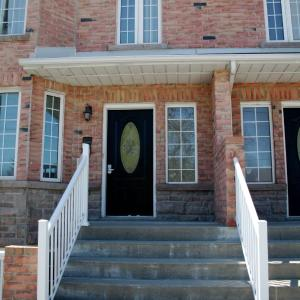 Hotel Pictures: Downtown Whitby Furnished Homes, Whitby