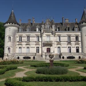 Hotel Pictures: Relais du Silence Château de Nieuil, Nieuil