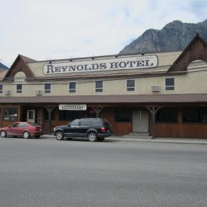 Hotel Pictures: Reynolds Hotel, Lillooet