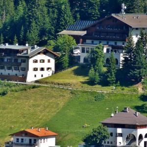Hotel Pictures: Gasthof Alpenrose, Spiss