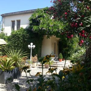 Hotel Pictures: Hôtel La Résidence, Villeneuve-sur-Lot