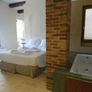 Hotel Pictures: Hotel Rural Cal Torner Adults Only, Guiamets