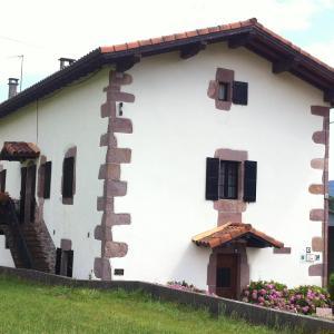 Hotel Pictures: Casa Rural Eguzkialde, Maya del Baztán