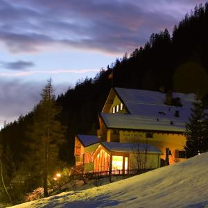 Hotel Pictures: Ferienwohnungen Muchetta, Wiesen