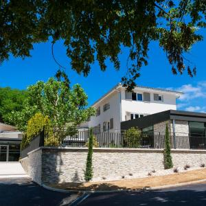 Hotel Pictures: Le Cottage de Clairefontaine - CHC, Chonas-l'Amballan