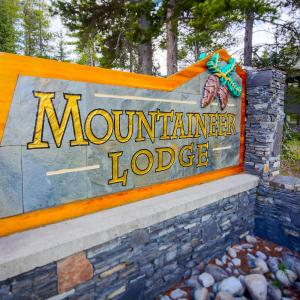Hotel Pictures: Mountaineer Lodge, Lake Louise