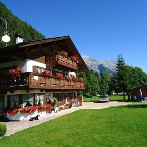 Hotelbilleder: Landhaus Manuela & Haus Michael, Leutasch