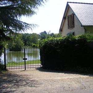 Hotel Pictures: Lake House France, Beaumont-Pied-de-Boeuf