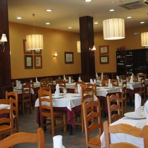 Hotel Pictures: Hostal Restaurante Alarico, Allariz