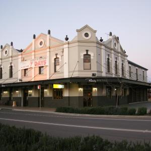 Hotellikuvia: Peden's Hotel, Cessnock