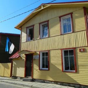 Hotel Pictures: Reinholdi Guest Accommodation, Haapsalu