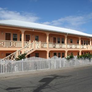 Фотографии отеля: Connie's Comfort Suites, Сент-Джонс