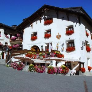 Hotel Pictures: Schlosshotel Chastè, Tarasp
