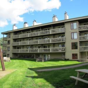 Hotel Pictures: Location Tourisme Estrie - Oberge du Village, Magog-Orford