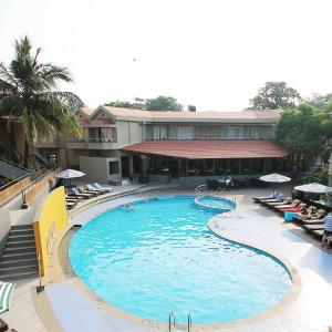 Hotel Pictures: Whispering Palms Beach Resort, Candolim