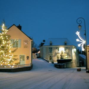 Hotel Pictures: Auberge Relais Du Cheval Blanc, Beaumont-Pied-de-Boeuf