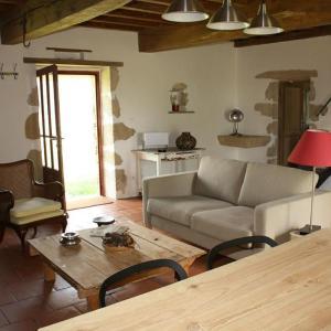 Hotel Pictures: Gîte Bibard, Saint-Pierre-de-Bat