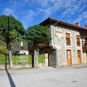 Hotel Pictures: Apartamentos Spa Cantabria Infinita, Cillorigo de Liebana