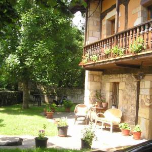 Hotel Pictures: Posada Los Duendes, Helguera