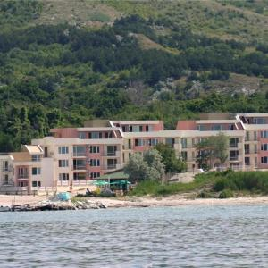 Hotel Pictures: Sea Paradise Apartment Complex, Kavarna