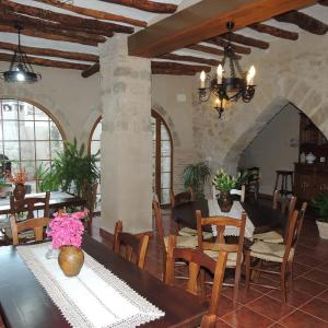Hotel Pictures: Las Bodegas Del Gilo, Valdealgorfa